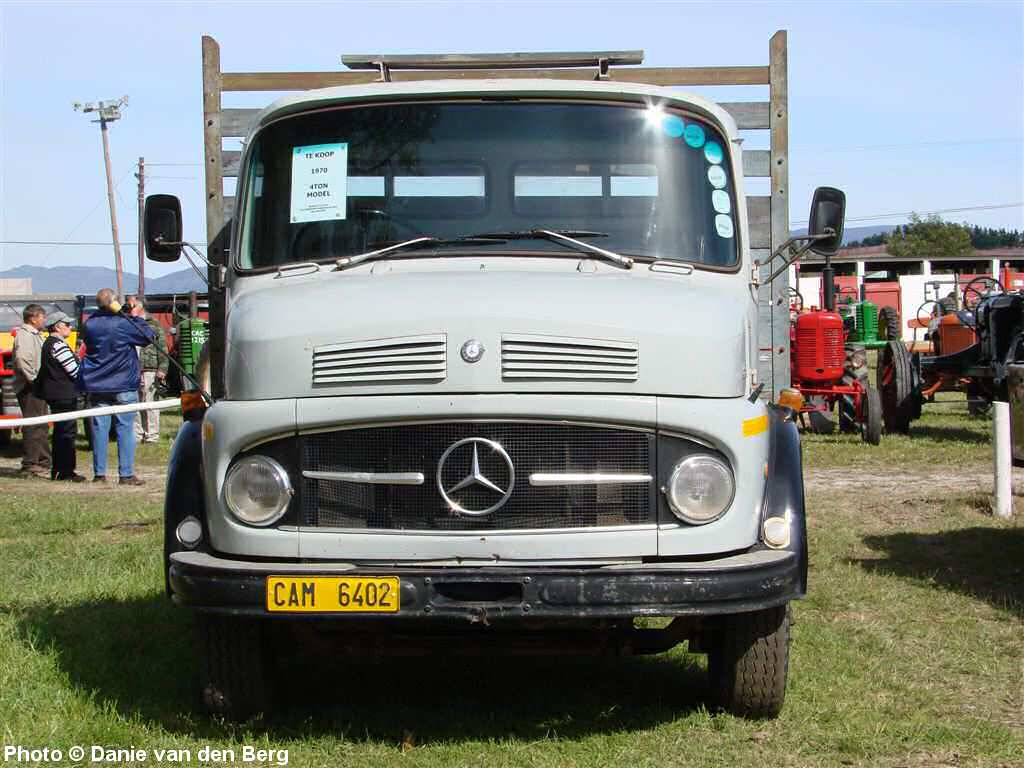 Mercedes benz truck photos page 1 for Mercedes benz truck for sale